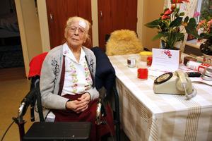 Stina Fröjd, som är född 101010, är med sina 107 år äldst i länet.