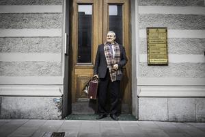 Pelle Svensson har packat väskan. Snart lämnar han advokatkontoret i centrala Sundsvall för tillvaron som pensionär i huset i Njurunda.