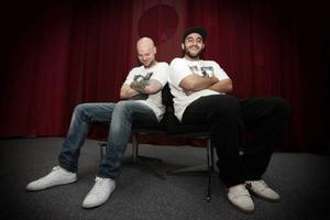Johan Alander och Lawan Hassan är två tredjedelar av hiphop-gruppen Panda Pompoi, som redan skrivit radiohistoria.