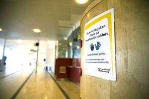 Vinterkräksjukan härjade på Hudiksvalls sjukhus och fortfarande är avdelningar stängda, men den är på väg att ebba ut.