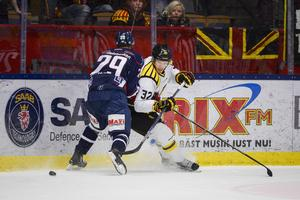 Brynäs och Nick Johnson var tvåa på puckarna i Linköping när ännu en förlust inkasserades.