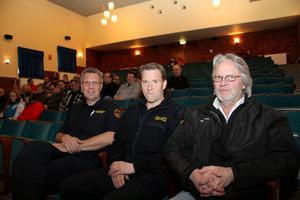 På torsdagen kallade ansvariga för räddningstjänsten till ett krismöte i Folkets hus. På bilden ses Rolf Hellberg, ställföreträdande räddningschef, Stefan Karlsson, räddningschef och Sören Grandelius (S), ordförande i räddningsnämnden.