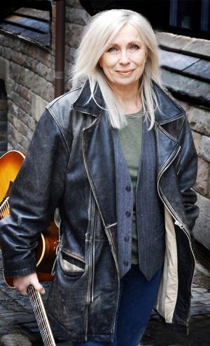 Marie Bergman är sedan många år en av Skandinaviens mest personliga och tydliga röster med en kraft och närhet som berör. Hon spelar på Almamia den 15 oktober.