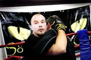 """BRIST PÅ REGLER? En del av kritiken mot kampsporten MMA är bristen på regler. """"Man vill hålla nere på regler för att det ska bli så fritt som möjligt. De som finns är till för att gör det så säkert som möjligt"""", säger Thomas Haaranen som är en av ledarna på Gävle Fight gym där MMA utövas."""