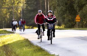 Lagom tempo. Trogna cyklister är Sigrid och Sverre Holfelt som är med i Korpens cykelbingo för både motionen och gemenskapen.
