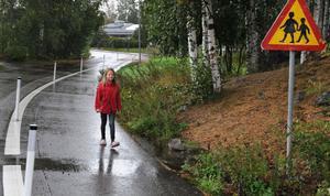 Linnea Rödin gick hem längs den nya gång- och cykelvägen från Björktjära skola.