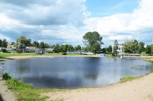 Karlslundsbadets vatten har fortsatt förhöjda bakteriehalter.