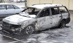 Utbränd bil på Bäckby