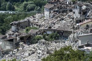 Jordbävning i Italien. Raserade hus i Pescara del Tronto. i augusti 2016.