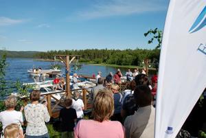 Många. Båtklubbens 40-årsfest och invigningen av gästbryggan samlade 150 festdeltagare. Efter invigningen väntade jubileumsfesten.