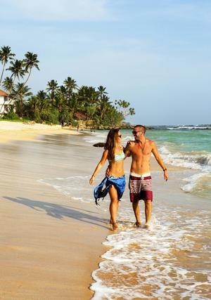 Midigamas stränder kan bjuda på semesterromantik. Om man har tur.
