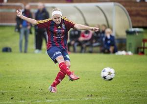 Josefine Thunholm vikarierande forward i Selånger hade en trevlig eftermiddag i derbyt mot Alnö.
