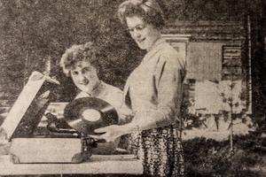 Systrarna Aina och Gunbritt Svensson ser till att hålla verksamheten igång på Losemyra fäbod.