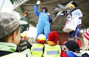 Barnen var väldigt intresserade av vad Åke återvinning och hans kompisar hade att säga.