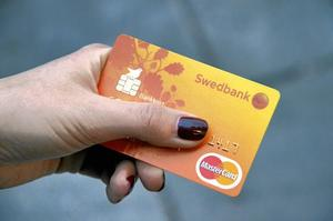 kort på vift. Blir ditt kort stulet kan du bli betalningsansvarig på belopp upp till 12 000 kronor om du varit grovt oaktsam.