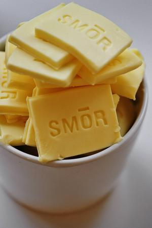 En bytta med smör.