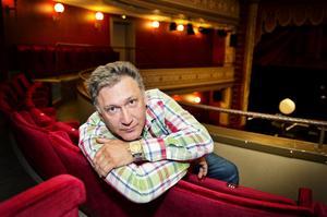 Mer publik. Det hoppas teaterchef vid Teater Västernorrland Iso Porovic på redan i höst. Nästa år tror han på ett publikrekord när de sätter upp musikalen Blodsbröder.