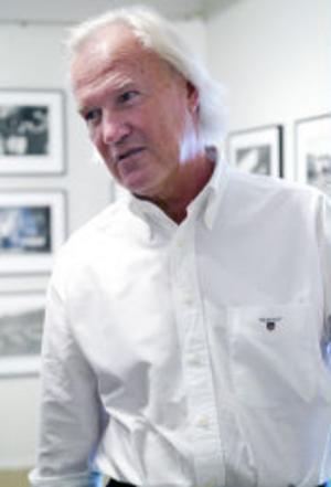 Hasse Persson, numera curator vid Hasselblads Center i Göteborg, har samlat en stor mängd bilder från sina 23 år i USA. Han har rest över i stort sett hela landet och fångat det i all sin brokighet.
