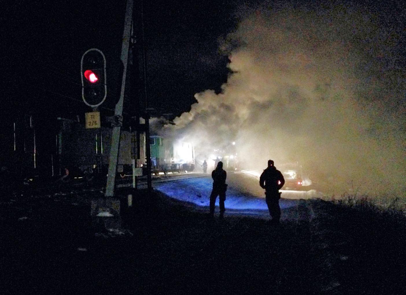 Svarslackt brand efter lastbilskrock