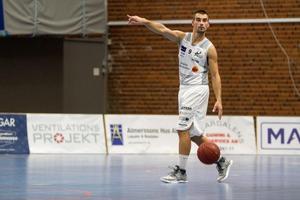 Den serbiske stjärnan Aleksa Solevic har tagit för sig direkt i sin återkomst till svensk basket.