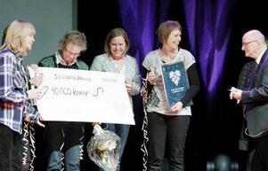 """""""Kvalitetsarbetet fortsätter trots priset"""", lovar förskollärarna Kajsa Lindqvist, Rose-Marie Olofsson, rektor Maria Wiktorsson, Carin Aili och """"Isse"""