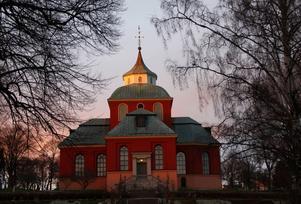 Nu undrar jag om kyrkor och församlingar i Söderhamn inser att ni genom att ge ut propaganda som skiljer ond från god bidrar till att öka rädslan och därmed klyftan mellan oss och dem, skriver Ulrika Lindström.