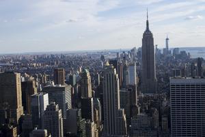 New York är en dyr hotellstad. Och nu blir det dessutom svårare att hyra privatpersoners lägenheter.