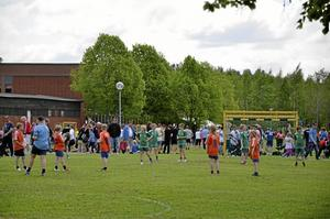 Rekord. Totalt 291 lag är med och spelar Järnvägen cup i Hallsberg i år. Det är rekord för cupen som i år är inne på sitt 37 år. Foto: Tove Svensson