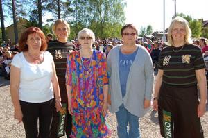 Kvinnor som kan. Från vänster Gun-Britt Svensson, Anna Forstman, Gunnel Olsson, Inga-Lill Johansson och Marianne Svensson är styrelsen för det livliga kooperativet Dalen, årets kooperativ i Dalarna som gör ett jättejobb för sin by.