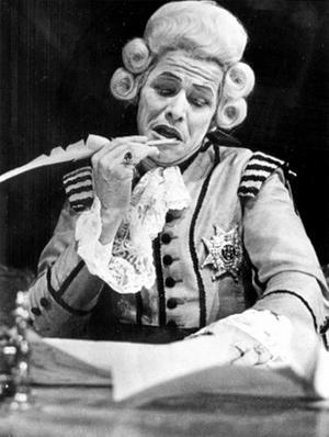 """År 1774 gjorde Gustav III om tryckfrihetslagen för att den skulle passa honom. Inte förrän 1809 återhämtade sig lagen från hans ändringar. Här Sven Wollter i Strindbergs """"Gustav III"""", 1973."""