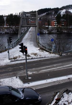 Promenaden över Harabergsbron kan snart vara ett minne blott. Bron är i dåligt skick och måste byggas om eller rivas.