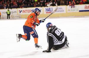 Ville Aaltonen svarade för ett konstmål fram till 3–0 i slutet av första halvlek.