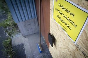 Trots att man försökt bomma igen byggnaden har maltfabriken drabbats av flera intrång och inbrott.