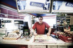 Ingvar Johansson, som äger macken i Rätansbyn, har drabbats både som privatperson och företagare.