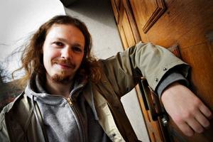 """På onsdag finns Jens Evaldssons skiva """"Sånger för trasiga människor"""" tillgänglig på hans hemsida."""