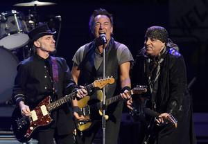 Bruce Springsteen under konserten i Los Angeles Sports Arena.