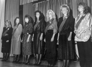 Luciakandidaterna i tidstypiska frisyrer 1986. Tyvärr finns inga namn angivna i ÖP:s arkiv.