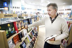 Anders Källström handlar en del böcker på nätet, för prisets skull, men älskar att gå runt i bokhandeln.