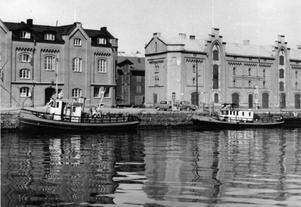 Ångbåtarna användes till mycket, inte bara passagerartrafik, och många av dem låg förtöjda vid Norra Skeppsbron när de inte var ute till sjöss.