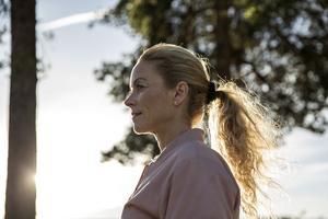 Lena Morin Lindström har alltid jobbat hårt när hon var yngre, utan att reflektera så mycket över sina erfarenheter.