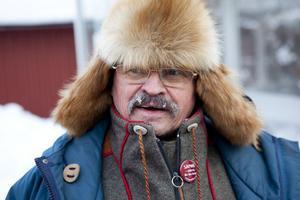 Leif Larsson, renägande same i Köpmanholmen, tror att Naturvårdsverket vill bli kvitt vargarna norr om Junsele men slippa att själva skjuta dem.