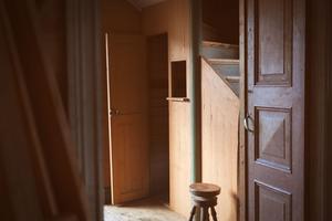 Pianopallen i entrén användes av pianisten när hen kompade till stumfilmerna som visades i biografen.