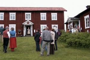 På söndagen var det många som hade valt att firas Sveriges nationaldag vid hälsingegården Löka.
