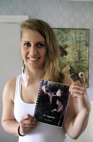 Teresias bok om jaktminnen är dessutom hennes examensprojekt.