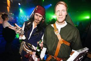 Kapten Jack Sparrow, alias Jens Johansson, och Robin Hood, alias Viktor Lind, har hittat till Skalet och Höstforum.