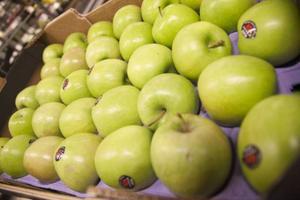 Det finns många varianter av äpplen.
