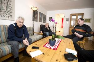 När allehanda.se förra gången försökte få träffa Olle Bylund, blev vi stoppade i dörren. Den här gången gick det bra - men Olle fick inte träffa oss ensamma, med var förvaltaren Karl-Ivar Näsström (till höger) och advokat Alf Bohlin.