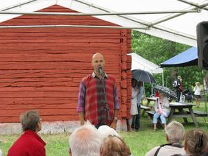 Bengt Erlandssson underhåller.