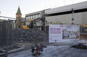 Brotorget i Bollnäs, en dyster följetong som under det nya året kanske åter får uppstå som torg.
