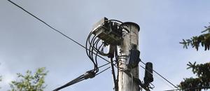 Telefonstolparna ska grävas upp och ledningarna plockas ned.